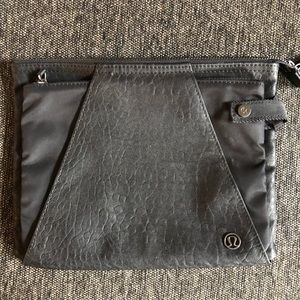 Lululemon clutch